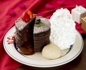 圧巻の6枚重ね!「エッグスンシングス」にフォンダンショコラパンケーキが登場の画像