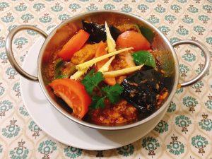 〈今週のカレー〉せんべろの街 赤羽で飲む前に食べたい北インドカレーの画像