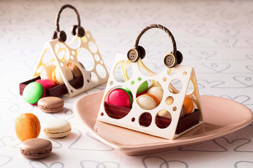 チョコのバッグにマカロンがぎっしり♡ホワイトデーのインパクトスイーツがお目見えの画像