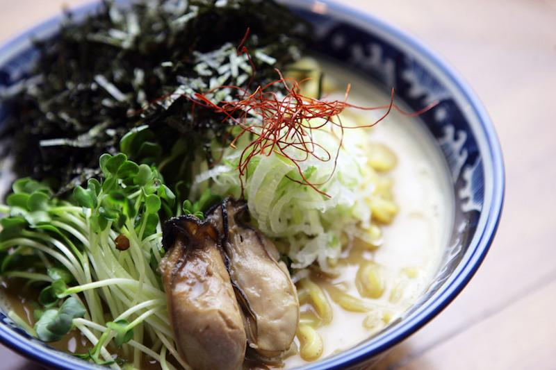 〈食べペディア 175〉牡蠣ラーメンの画像