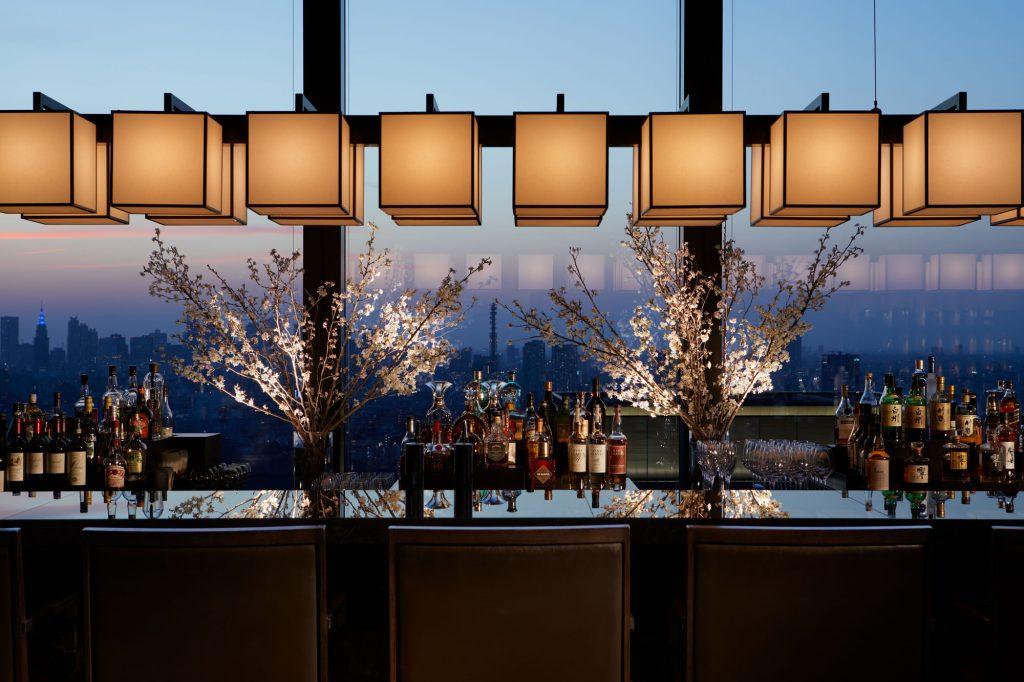 花見弁当と桜カクテルが期間限定で登場! アマン東京のラウンジで特別な花見体験の画像