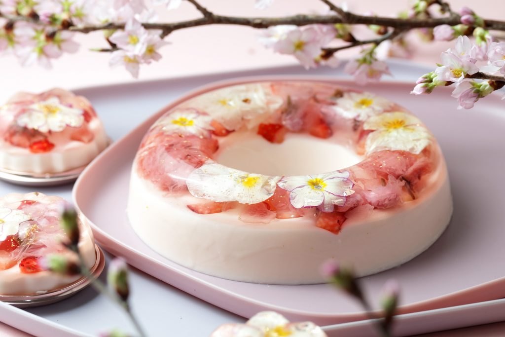 まるで花束! ギフトにも最適な春限定のババロア&ロールケーキの画像