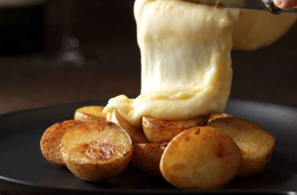 いくらかけ放題にラクレットチーズ! 北海道を堪能するディナーブッフェの画像