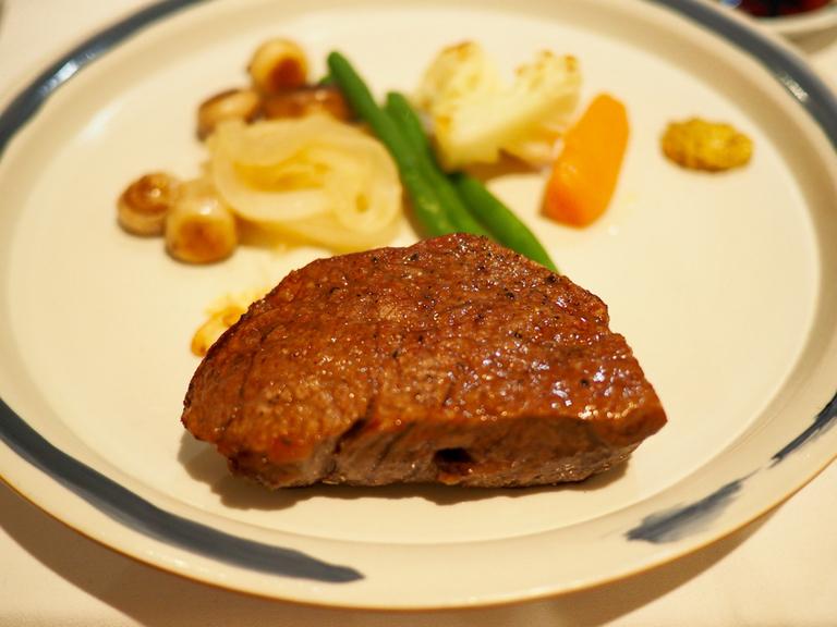 """〈僕はこんな店で食べてきた〉霜降り信仰からファストステーキの登場まで。平成の""""牛肉問題""""について考えたの画像"""