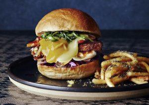 すき焼き×ハンバーガー! 日本の伝統料理を定番アメリカンフードで再現の画像
