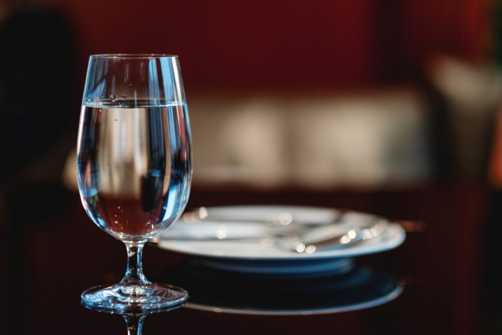 食事がもっと楽しくなる、正しい「水の頼み方」の画像