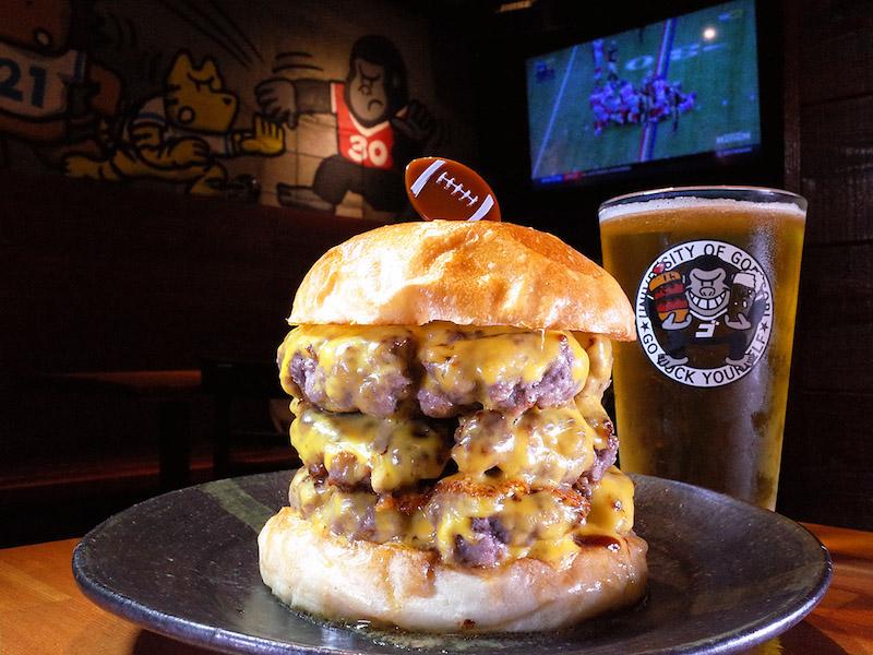 中身はパティとチーズだけ。肉の旨みたっぷりの超シンプルハンバーガーにトライ!の画像