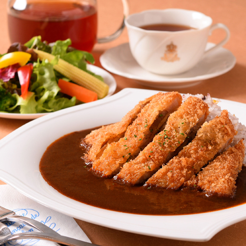 〈食通の昼メシ〉小宮山雄飛は洋菓子店のカツカレーに惚れなおす