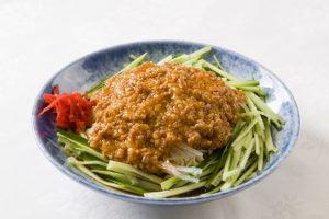 〈食通の昼メシ〉出版界きってのグルメが溺愛! 汗かくピリ辛冷やし中華の画像