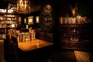 銀座の地下に広がる「好事家の書斎」!? 感性を刺激されるライブラリー・バーの画像