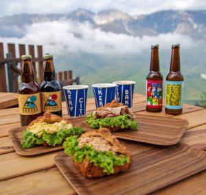 標高約1,300mの天空のテラスで味わう、焼きたてパンとビールの画像