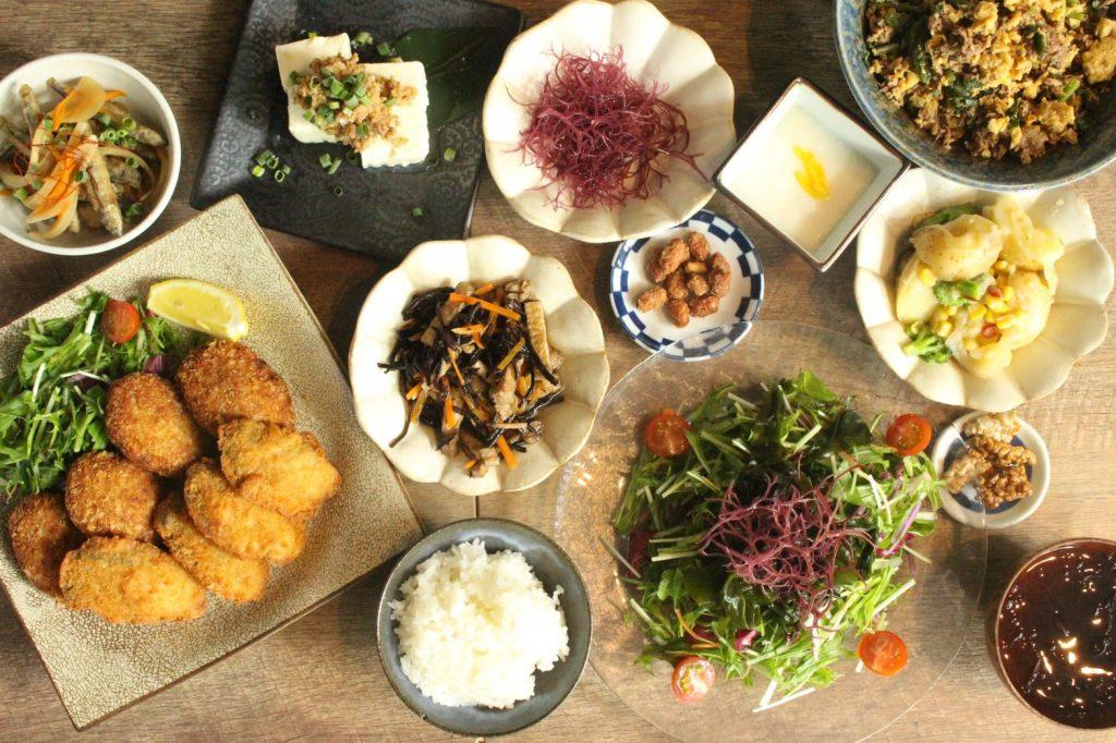 メニューはなんと約100種類! 島食と島酒をビュッフェで満喫の画像