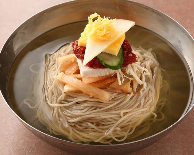 キンキンに冷えたスープが最高!「冷麺」の本当においしい店8選の画像