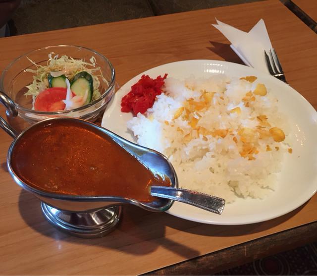 〈食通の昼メシ〉嘉門タツオが汗をかく、レトロ喫茶のビーフカレー