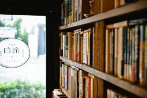 出版社を退職してオープン! 一人で訪れても本好き同士で語り合える家庭的なブックバーの画像