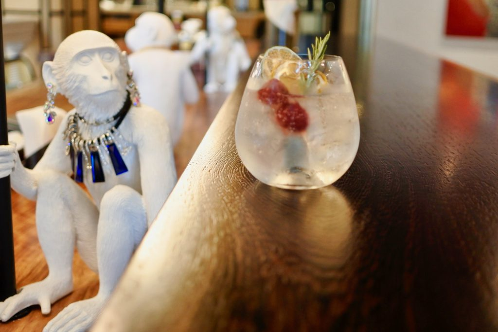 恋を加速させるのは白い猿!? コリドー街のお店選びの新たな選択肢の画像