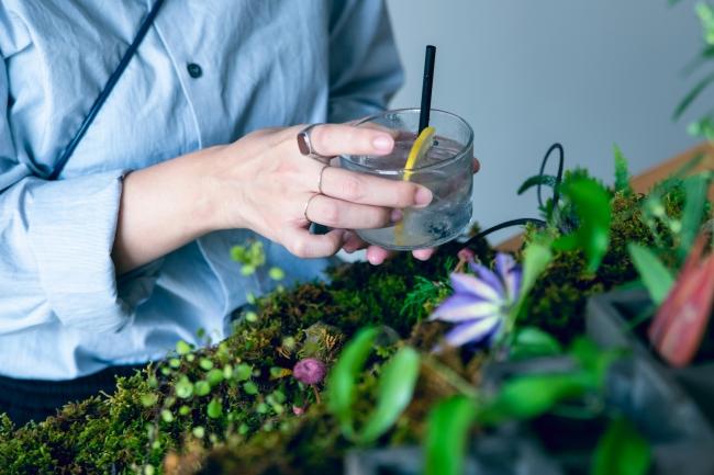自分で摘んで、オリジナルドリンクをつくる。体験イベント「飲む植物園」開催