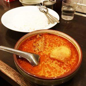 〈食通の昼メシ〉出版界きってのグルメはシャバシャバカレーがお好きの画像