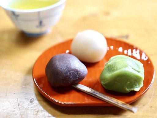 和菓子の優しい甘さに癒やされる。上野の老舗店を巡る夏の終わりの甘味処ツアーの画像