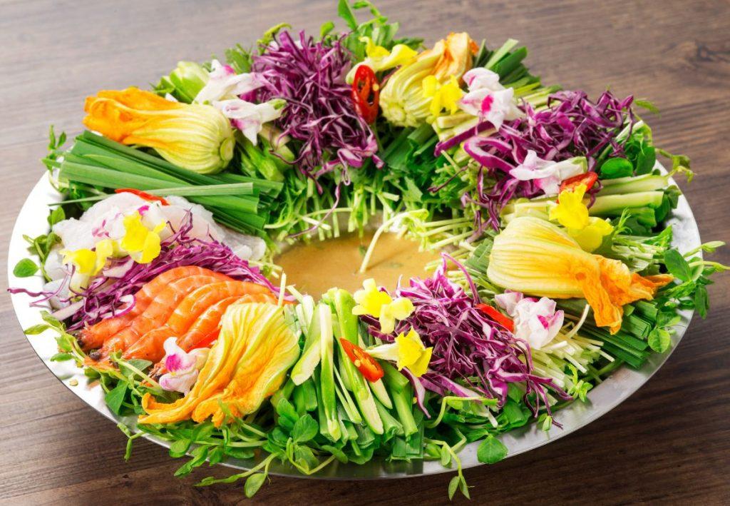 """まるでベトナムのナイトマーケット! 現地で人気の""""花鍋""""を楽しめるアジア系居酒屋がオープンの画像"""