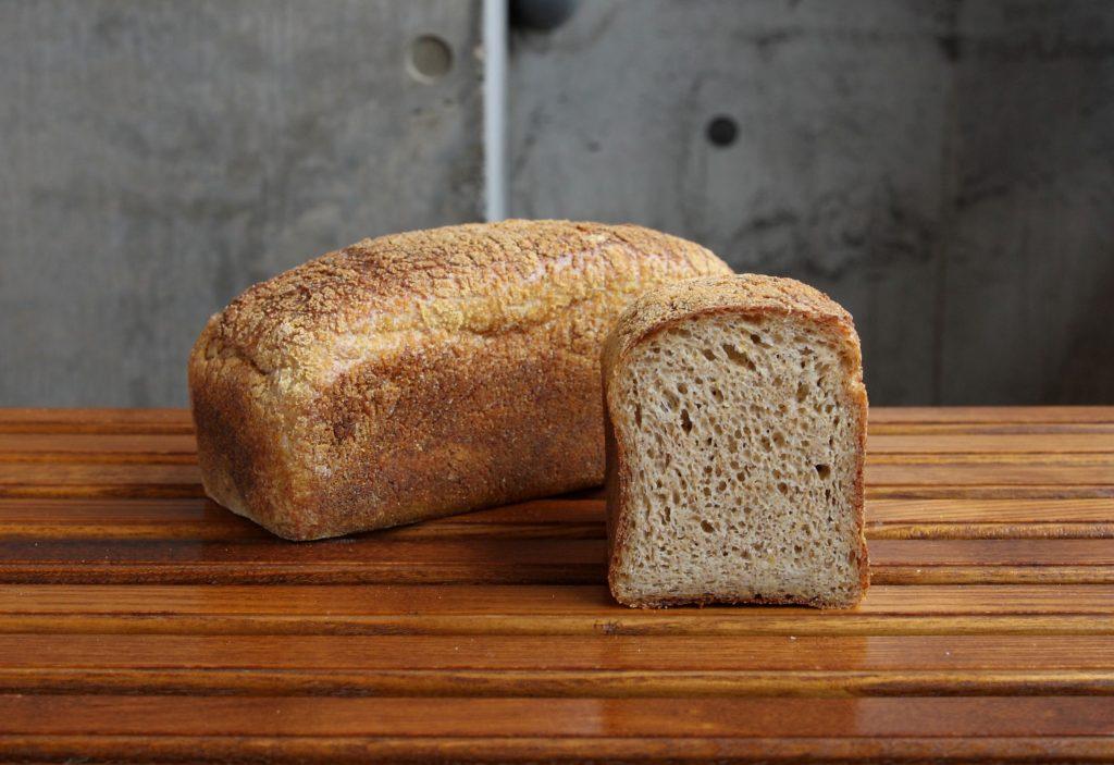 パンを食べてアンチエイジング!?  「栄養の宝石」入りパンの画像