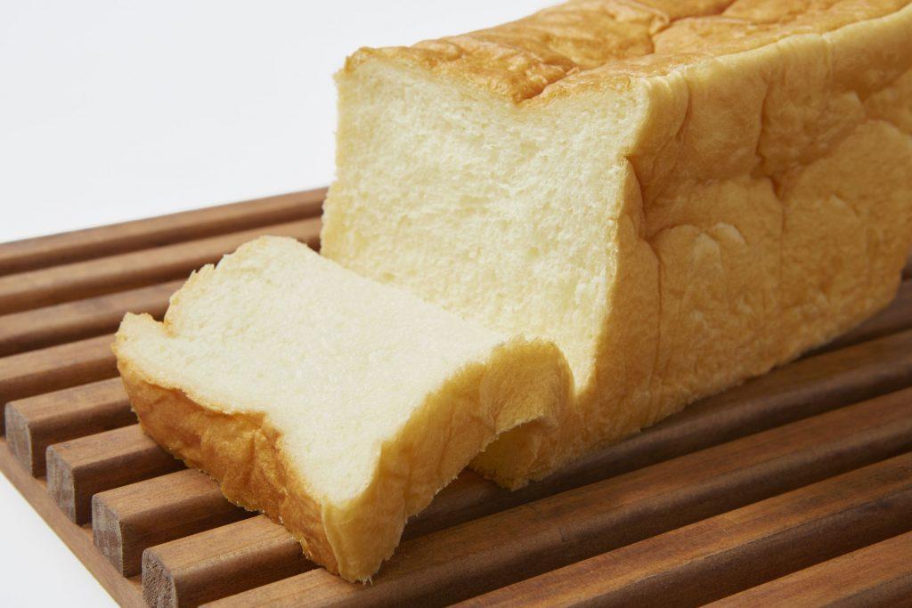 自立しないほど柔らかい! 「食べログ パン 百名店」入りの人気店の生食パンの画像