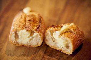 """西早稲田の住宅街で見つけた、""""次の日もおいしい""""パンの画像"""