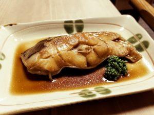 〈食通の昼メシ〉美食家モデルが通う大衆食堂の「煮魚定食」の画像