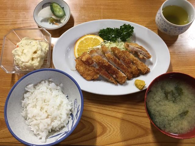 〈食通の昼メシ〉食べログフォロワー数No.1の食通が絶賛する500円以下の「チキンカツ定食」の画像
