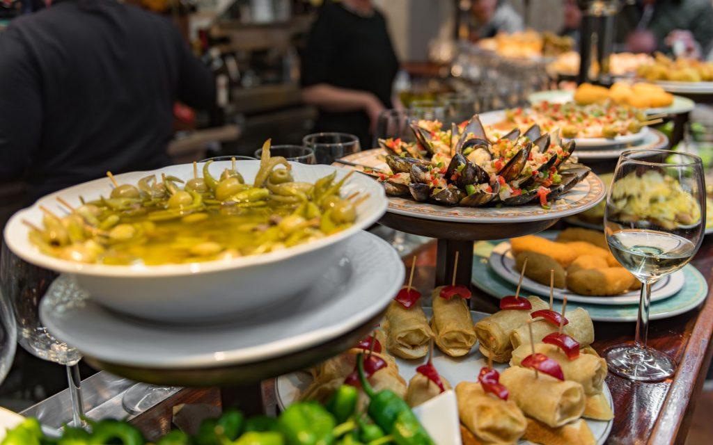 """人生一度は行ってみたい街、サンセバスチャン。食べログ グルメ 著名人が教える""""ラフな楽しみ方""""とは?の画像"""