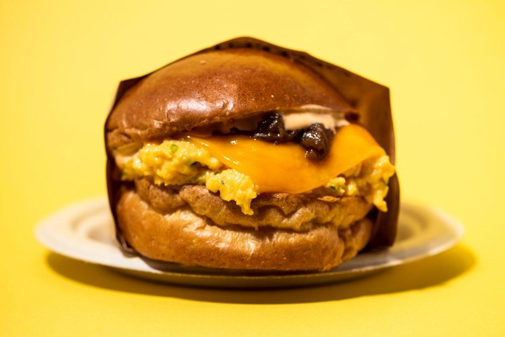 とろふわエッグサンドが話題! LAで大人気の卵料理専門店「eggslut」が上陸の画像