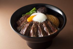 ビフテキ丼とビーフシチューで幻の和牛「尾崎牛」を堪能!の画像