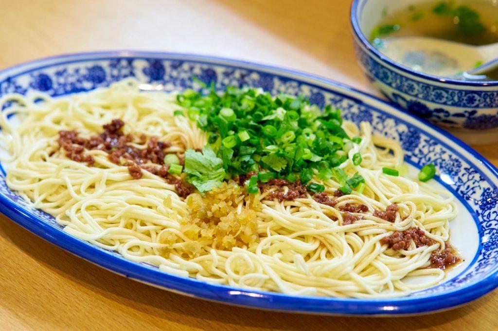 〈今夜の自腹飯〉中国のご当地麺ブームがアツイ! 「西北拉麺」で味わう、福建省廈門のモチモチ麺の画像