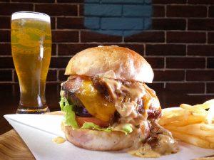 ランチもディナーも充実。ガツンとアメリカンなハンバーガーをかぶりつきたいときはここ!の画像