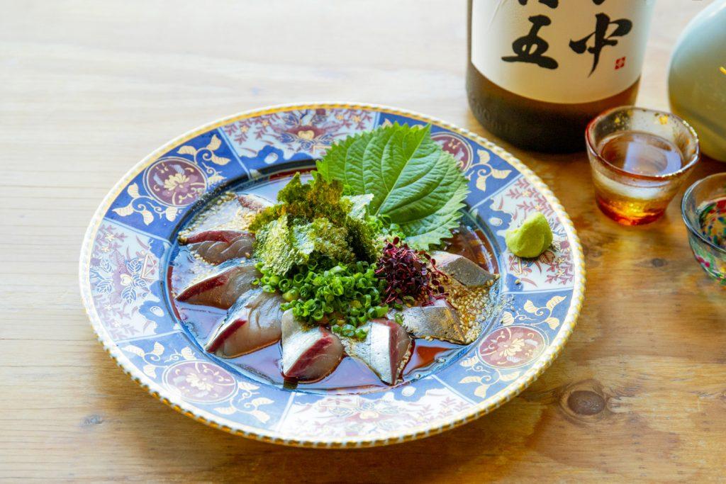 銀座で楽しむ秋の味覚を引き⽴てる銘酒と⼀品料理の画像