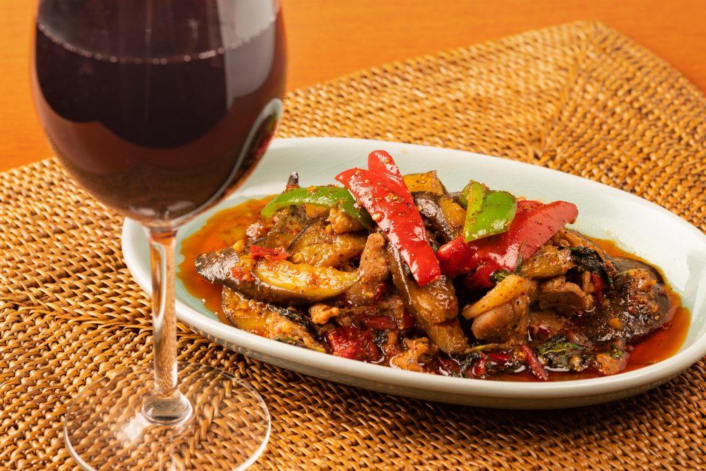 """話題の""""スパイス飲み""""を楽しむ! 正統派タイ料理と厳選ワインの期間限定マリアージュの画像"""
