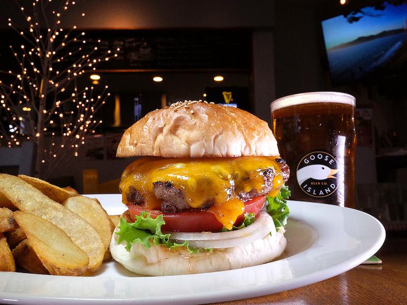 魔法のような塩加減。肉の旨味を最大限に引き出したシンプルなハンバーガーに感動!の画像