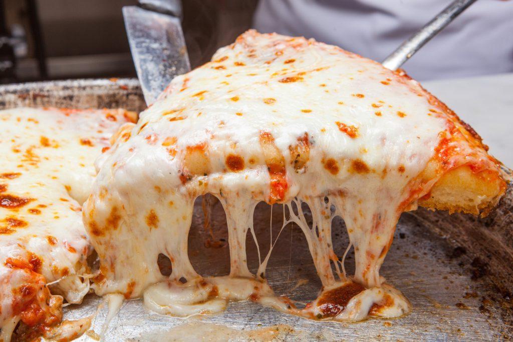 チーズたっぷりピッツァが食べ飲み放題で2,200円! 破格のイベントを開催中の画像