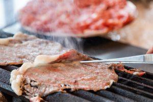 """とことん肉尽くし! 日曜夜限定""""肉ブッフェ""""が大阪で開催中の画像"""