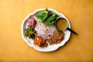 カレー界に台風の目現る! 恵比寿にスパイス惣菜の「takeCURRY」一号店オープン〈ニュースなランチ〉の画像