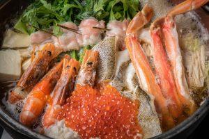 """白子に、蟹、海老、鱈…そして、たっぷりのイクラを! 超豪華な""""九州鍋""""が登場の画像"""