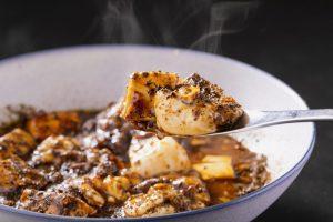 〈今夜の自腹飯〉餃子1個からOK! お腹が空いたら駆け込みたい、現代の深夜食堂の画像