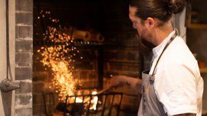 """〈2019 食通が惚れた店〉火力は""""薪""""だけ。京都の新時代イノベーティブレストランの画像"""