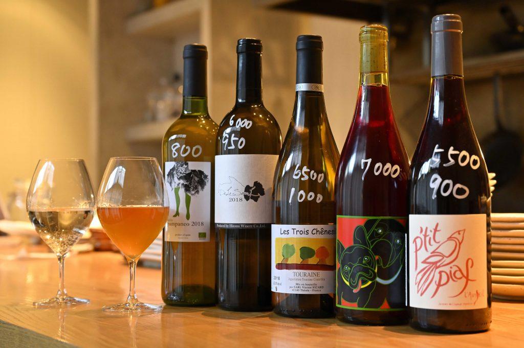 Niruはグラスが中心で自然派ワインを提供