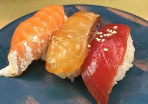 〈食通の昼メシ〉小宮山雄飛が愛用! 渋谷で一皿130円〜の回転寿司の画像