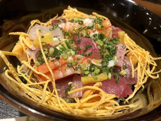 〈食通の昼メシ〉美食家モデル愛用! 西麻布のハイコスパ「ばらちらし」ランチの画像