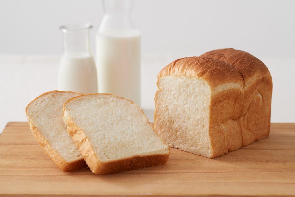 """ミルク感た〜っぷり! 老舗牛乳屋による""""牛乳食パン専門店""""がオープンの画像"""