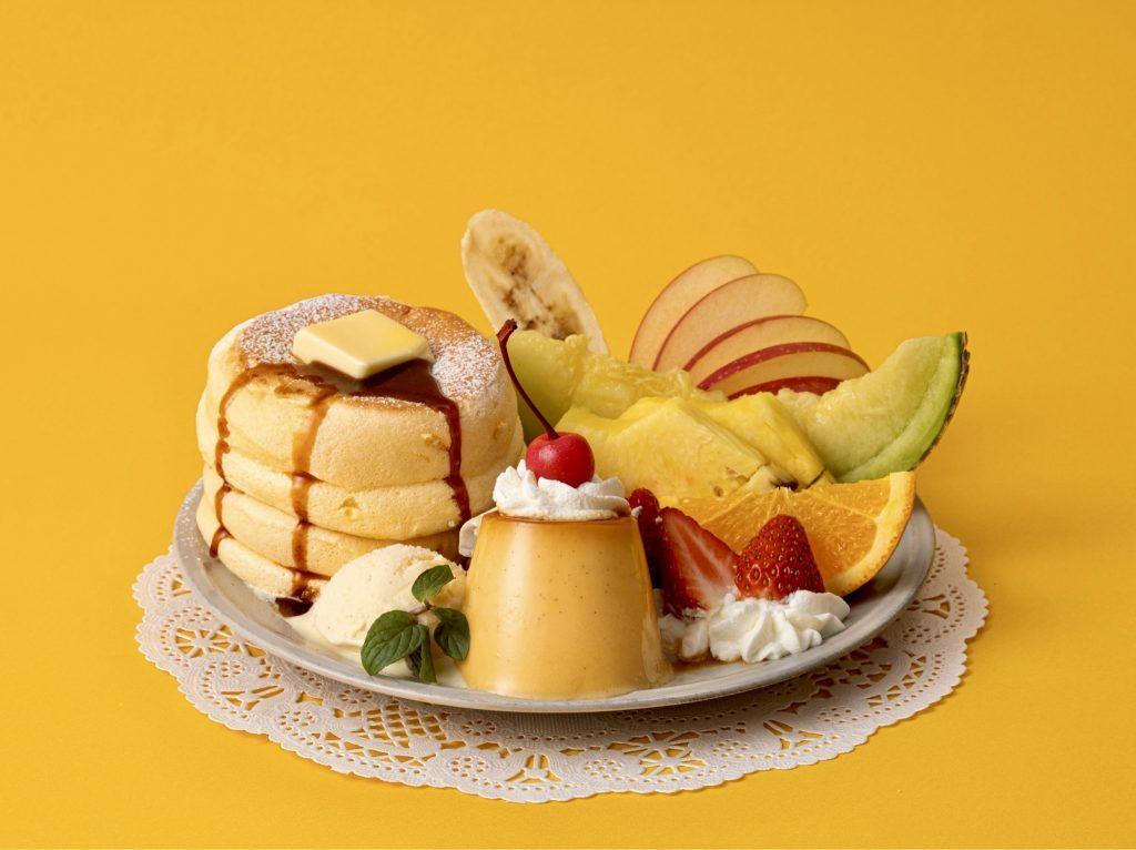 自家製プリン&7種のフルーツが盛られた「奇跡のパンケーキ」誕生の画像