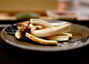 """〈2019 食通が惚れた店〉松茸から里芋まで逸品! フードコラムニスト絶賛の""""割烹""""の画像"""
