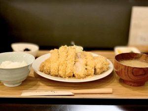"""〈2019 食通が惚れた店〉揚げ物が""""スルッ""""と食べられる! 極上の「とんかつ店」の画像"""